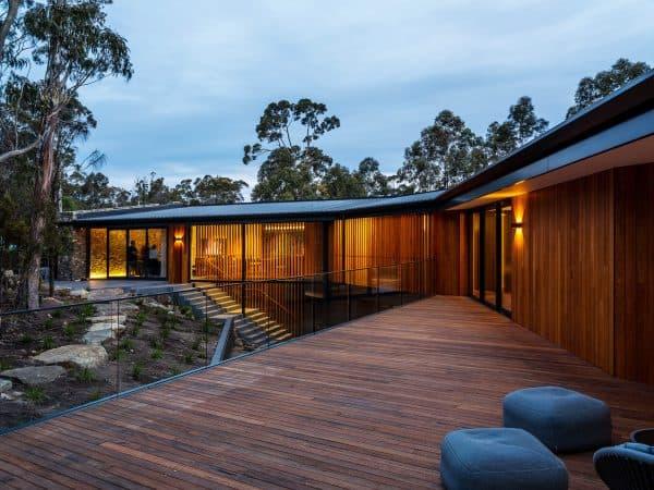 stringybark residence jaws architects hobart residential external courtyard